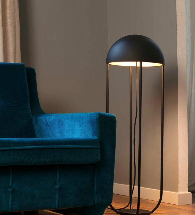 Rincones que son todavía más especiales con un toque de luz de @faro_barcelona 💡  Desliza para verlos todos👉 - #studio #studiotime #photography #lightroom #sofa #interiordesign #shootestudios