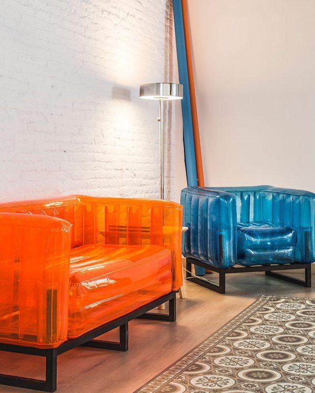Hace unos días os enseñamos uno de los sofás de nuestro NÜ plato, pero, tenemos dos y no podemos elegir nuestro favorito. ¿Nos ayudáis? De que equipo sois, ¿#TEAMNARANJA?¿#TEAMAZUL?  👇🏽👇🏽👇🏽  •  #barcelonadesign #photography #studio #decoration #decoracioninteriores #homedesign #shooting #shootestudios
