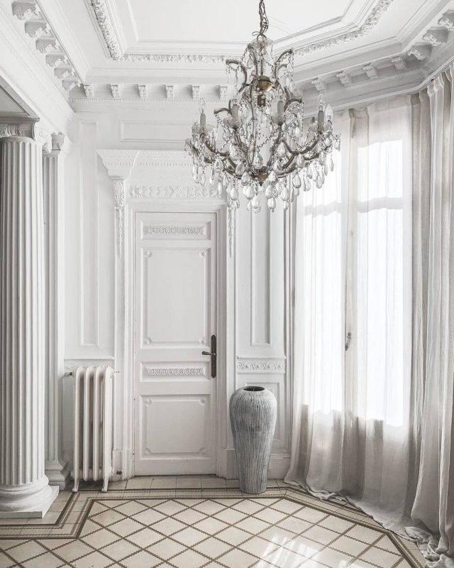 Principal A, un espacio elegante lo mires por donde lo mires. • Si imaginas una de tus sesiones de fotografía o grabaciones en un espacio como este (o cualquiera de los que tenemos), visita nuestra web, escríbenos por DM o envíanos un correo electrónico. • #lightroom #studiotime #barcelonadesign #decoracioninteriores #homedesign #photography #studio #interiordesign #shootestudios