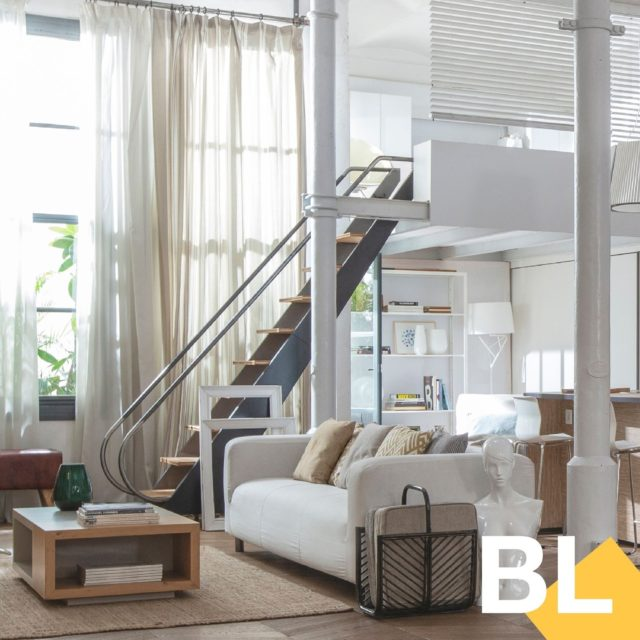 ¿Te hace un viaje a EEUU? En nuestro Brooklyn Loft puedes viajar directamente a Nueva York desde el centro de Barcelona. ⁠ .⁠ .⁠ #brooklynloft #shooting #set #interiorismo #barcelona #shootestudios #production #location #bcnlocations #openspaces #barcelonaestudios  #newdecor #decoration #set #productionset #rodaje #fotografia #eixample