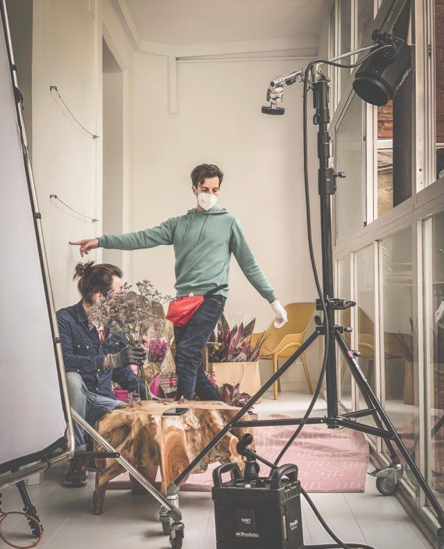 Acabando últimos detalles antes de la acción. @tousjewelry está en Nü Apartment preparando la campaña de la nueva colección. ¿Tenéis ganas de ver el resultado?  #feelshoot #nuapartment #shooting #set #interiorismo #barcelona #shootestudios #production #location #cocina #bcnlocations #openspaces #nordicstyle #barcelonaestudios #whitefloor #newdecor #decoration #set #productionset #eixample  #photographicstudio #picoftheday #luces #tecnicos #joyas #tous #touslovers #tousjewelry