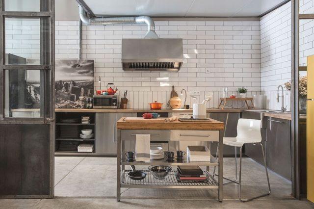 Downtown Brooklyn está equipado con una cocina de estilo industrial, ¡lista para preparar la comida de tu próximo evento, sesión de fotos o show cooking!   #feelshoot #downtownbrooklyn #shooting #set #interiorismo #barcelona #shootestudios #production #location #fotografia #cocina #showcooking #eventos #food