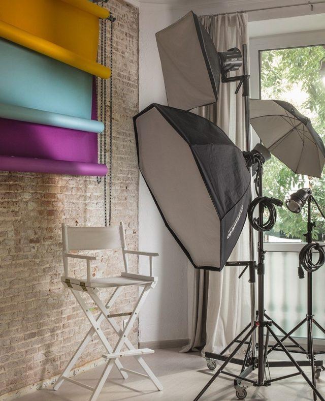 🇳🇺 🇵🇱🇦🇹🇴 Estrenando las nuevas texturas del Nü plató para una sesión llena de color. 💙 💜 💛 🧡  #feelshoot #nuplato #shootestudios #shooting #barcelona #bcnlocations #newdecor #decoration #set #productionset #fotografia #setup #colors #pantone #azul #lila #amarillo