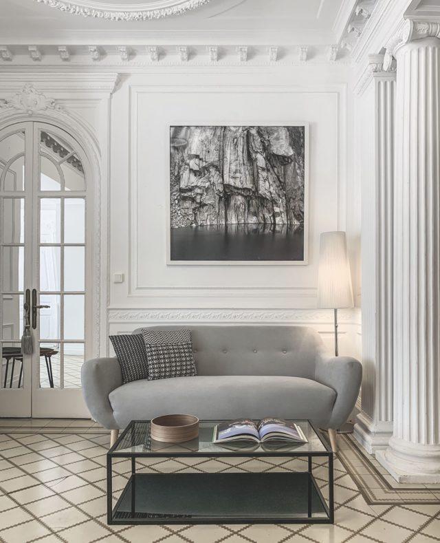 🇵🇷🇮🇳🇨🇮🇵🇦🇱 🇦  El estilo de nuestro piso parisino es único: elegante, clásico y señorial. Ven y descubre la magia de Principal A.  #feelshoot #principala #shootestudios #shooting #barcelona #bcnlocations #newdecor #decoration #set #productionset #fotografia #interiorismo #design #interiordesign